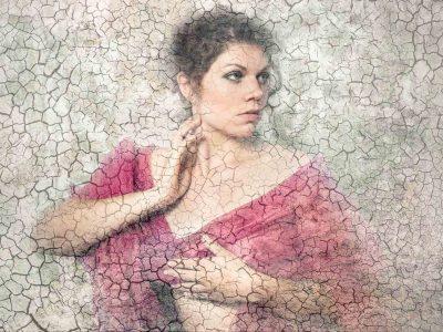 portrait de femme avec incrustaion de matière